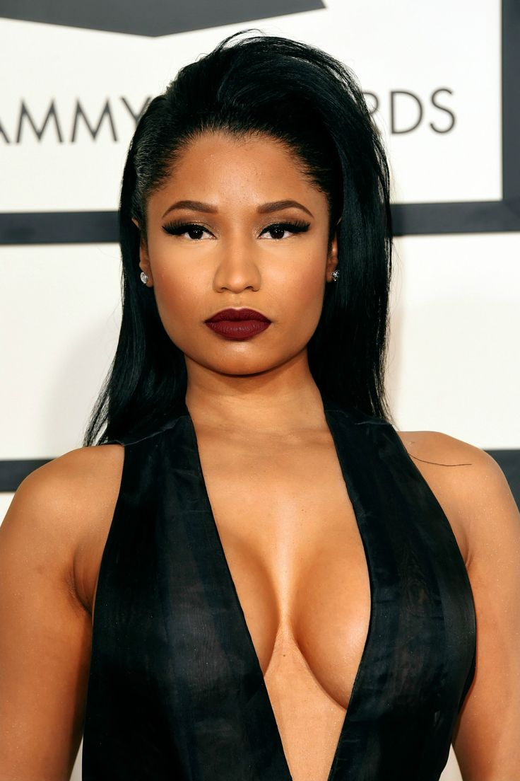 Nicki minaj 2015 grammy red carpet epic cleavage 4